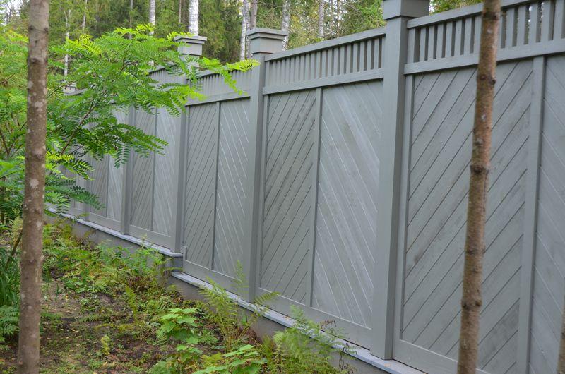 Забор из деревянного массива